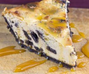 Oreo Cheesecake with Caramel Sauce