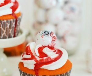 Easy Halloween Spooky Eyeball Cupcakes