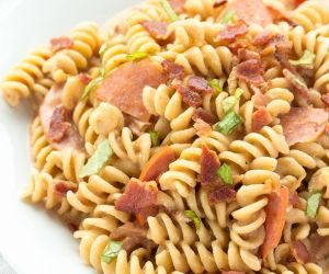 One Pot Pepperoni Pizza Mac & Cheese with Bacon