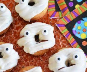 Baked Vanilla Mummy Doughnuts