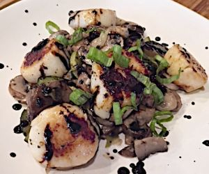 Lidia's Scallops with Mushrooms