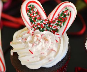 Candy Cane Heart Cupcakes
