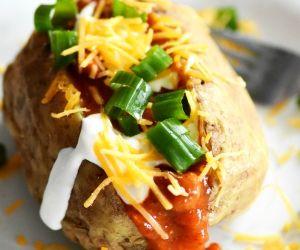 http://www.sizzlingeats.com/loaded-chili-baked-potato/