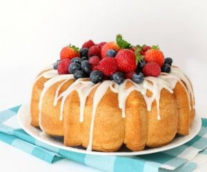 EASY HOMEMADE VANILLA CAKE