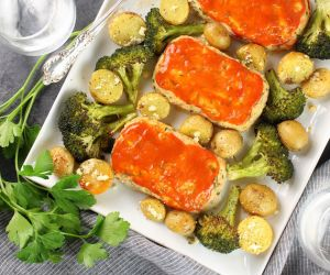 Mini Turkey Meatloaf with Ranch Potatoes and Broccoli