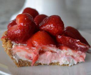Strawberry Cream Cheesecake Pie