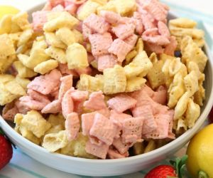 STRAWBERRY LEMONADE CHEX MIX