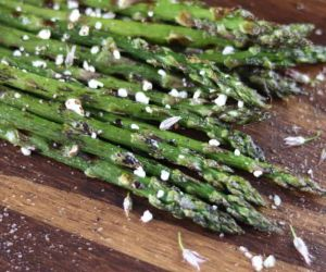 Grilled Asparagus with Goat Cheese