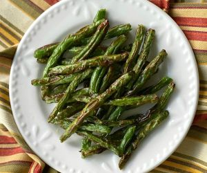 Crispy Roasted Green Beans {Air Fryer or Oven}
