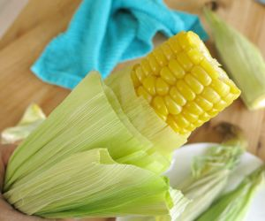 Microwave Corn on the Cob in the Husk