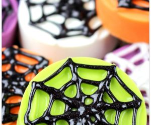 HALLOWEEN SPIDERWEB OREOS