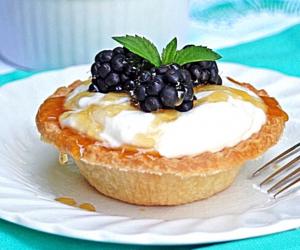 Whipped Ricotta Cheese Tart with Honey and Fresh Blackberries