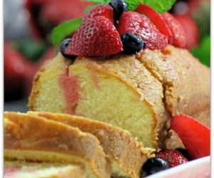 VANILLA POUND CAKE WITH BERRY MEDLEY