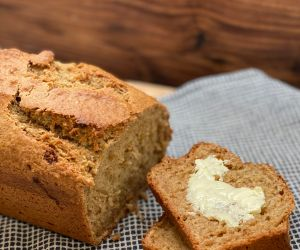 Old Fashioned Applesauce Bread