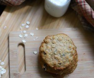 Rocky Mountaineer Oatmeal Raisin Cookies with Honey