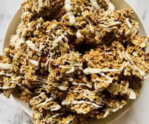 Healthy Cinnamon Roll Granola | CokoCooks
